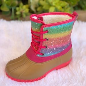 NEW **GIRLS RAINBOW STARS LACE UP DUCK BOOTS